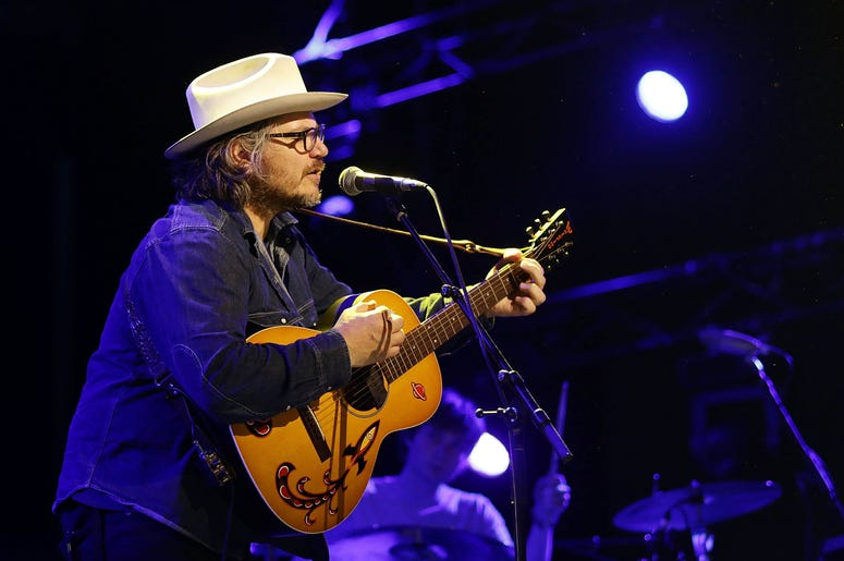 Jeff Tweedy performing