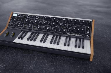 Sequencer synthesizer