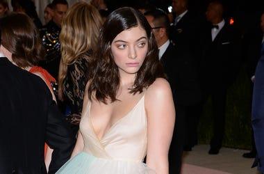 Lorde looking stunning!