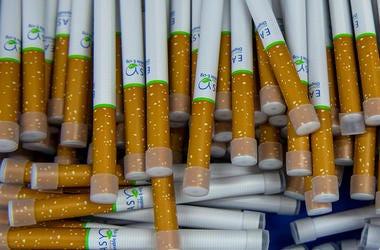 Vape pens resembling cigarettes