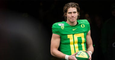 Justin Herbert, Oregon Ducks Football, Pac-12 Football