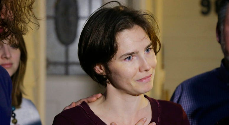 In this March 27, 2015 photo Amanda Knox talks to reporters outside her mother's home, in Seattle, WA, United States.  (AP Photo/Ted S. Warren)