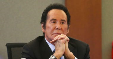 Wayne Newton takes the witness stand in the State of Nevada case against Weslie Martin, accused of burglarizing Newton's home. (Erik Verduzco/Las Vegas Review-Journal via AP)
