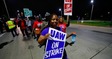 United Auto Workers members picket outside the General Motors Detroit-Hamtramck assembly plant in Hamtramck, Mich., early Monday, Sept. 16, 2019. (AP Photo/Paul Sancya)