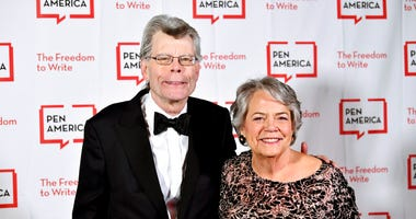 FILE - This May 22, 2018 file photo shows PEN literary service award recipient Stephen King, left, and Simon & Schuster president Carolyn Reidy at the 2018 PEN Literary Gala in New York.