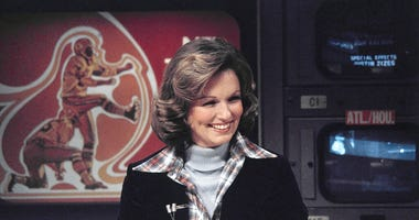"FILE - In this Nov. 28, 1976 file photo, CBS sportscaster Phyllis George is seen in New York. Phyllis George, the former Miss America who became a female sportscasting pioneer on CBS's ""The NFL Today"" and served as the first lady of Kentucky, has died."