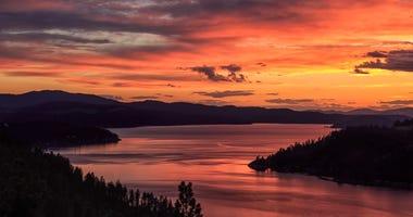 Sunrise over lake coeur d'Alene in Idaho