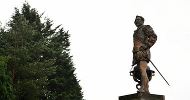 Sir Francis Drake statue England
