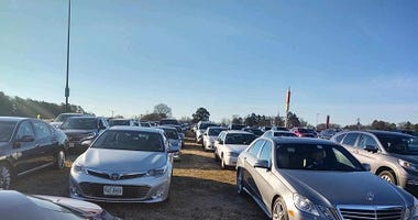 Cars crowd RR for Covid vaccines on January 30, 2021. (Gary Hess)