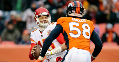 Broncos LB Von Miller pursues Chiefs QB Patrick Mahomes