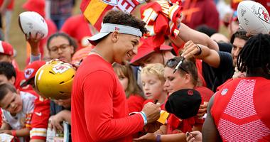 Patrick Mahomes signing autographs at Chiefs mini camp.
