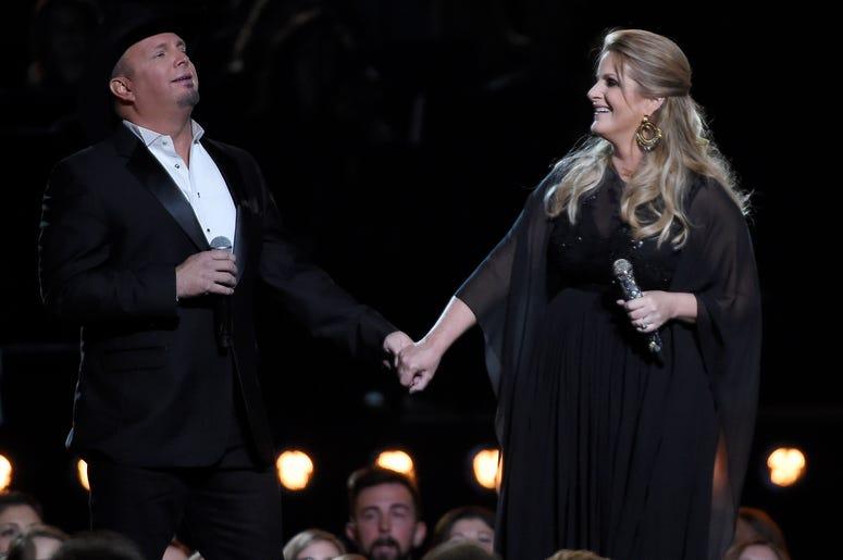 Garth Brooks and Trisha Yearwood CMA 2016