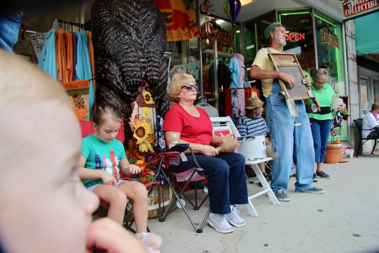 #BittyFeller at Mayberry Days watching a jug band