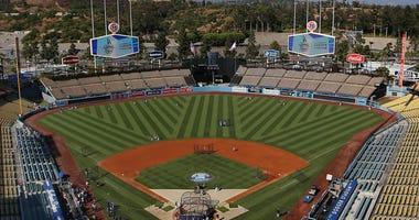 Giants set to open season at Dodger stadium