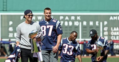 Rob Gronkowski is back, Tom Brady knew what he was doing all along
