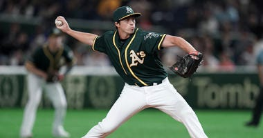 Giants claim RHP Ryan Dull off waivers from the A's