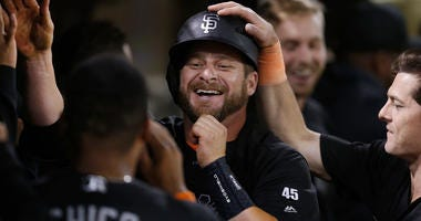 Vogt's bomb caps wild 8-run, 5-pitcher, 33-minute inning
