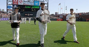 Crew of former Giants appears for Bochy's send off
