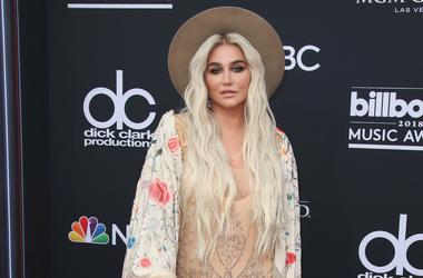 Kesha at the 2018 Billboard Music Awards
