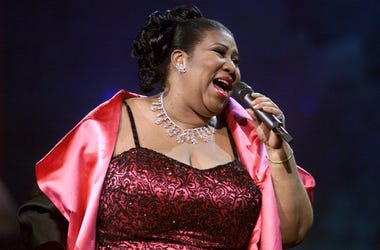 Aretha Franklin performing on the 'VH1 Divas Live in 2001