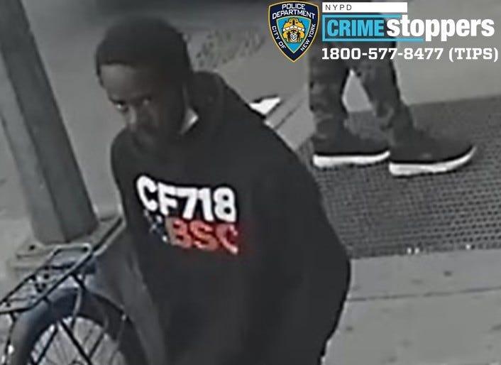 Stranger stabs man with fork on Chelsea street: police