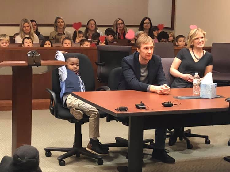 Kinder-gardener invites his whole class to his adoption hearing
