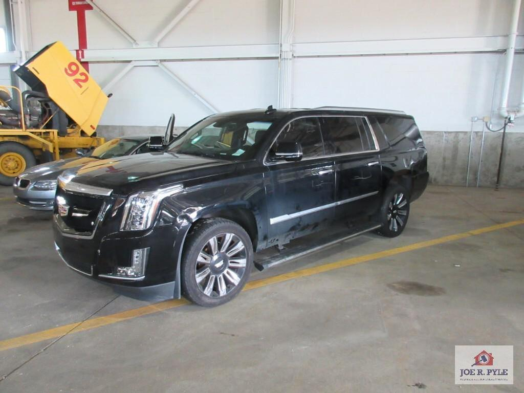 Former Steeler's Escalade Being Auctioned Off After Abandoned At Airport