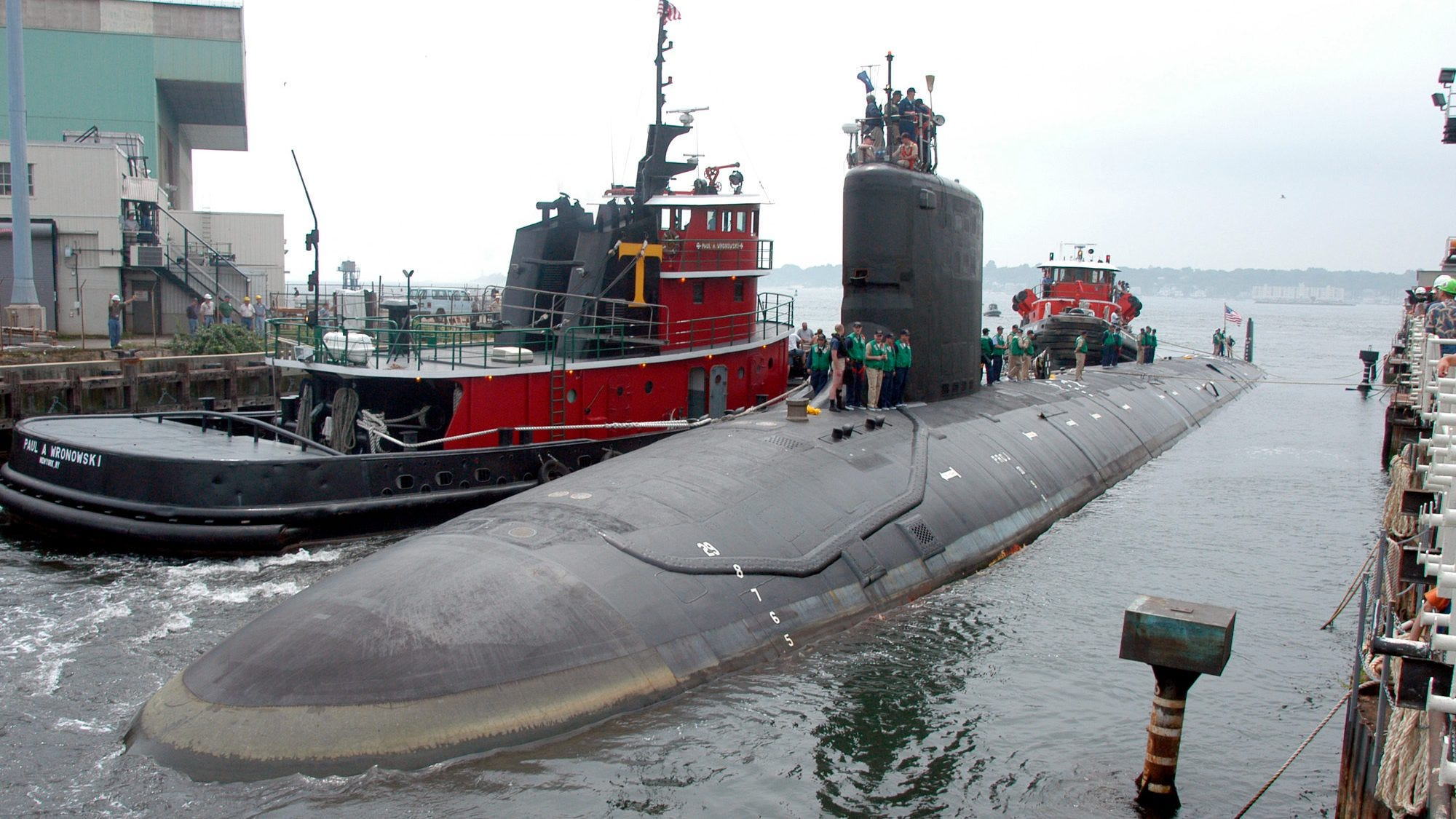 U.S. Navy nuclear engineer charged with trying to pass secrets