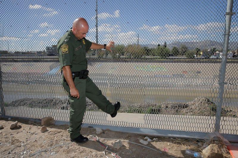 Border Agent and Fence © RUBEN R. RAMIREZ EL PASO TIMES,