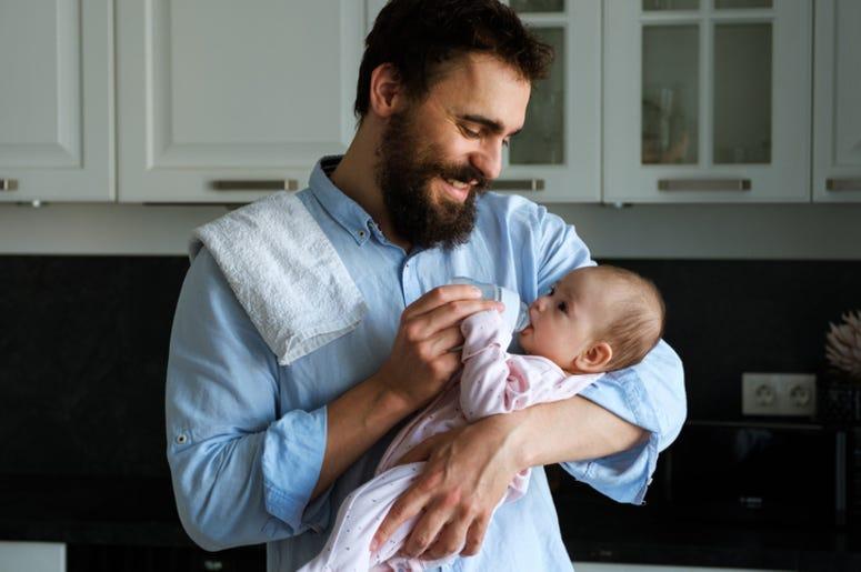 Dad_Feeding_Daughter