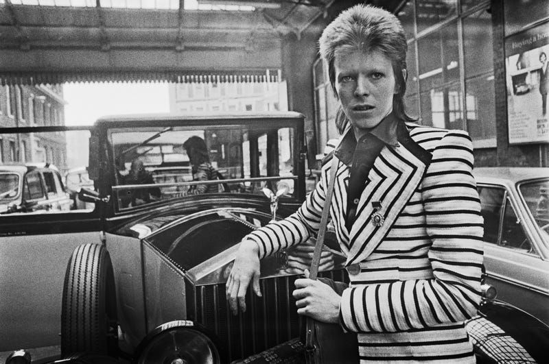 English singer, songwriter and actor David Bowie (1947 - 2017) arrives at King's Cross Station in London, en route to Aberdeen in Scotland for the next leg of his Ziggy Stardust tour, UK, 15th May 1973.