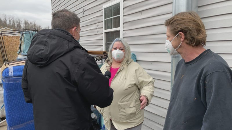 Eileen Wright and her husband, Keith, talk to Marty about the generosity of a total stranger