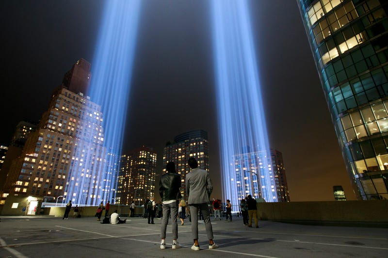 luz que refleja las desaparecidas Torres Gemelas