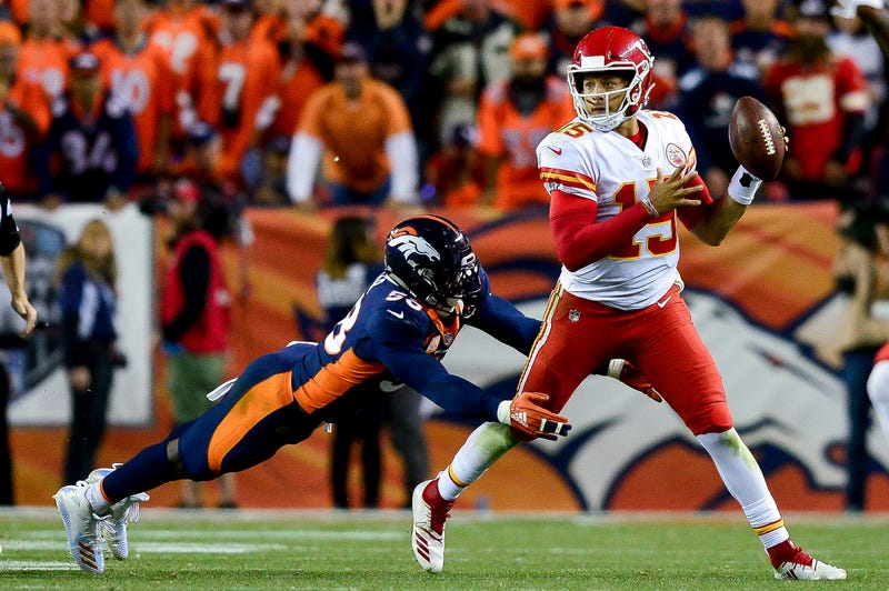 Patrick Mahomes being chased by Broncos linebacker Von Miller