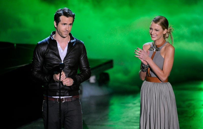 ryan reynolds accepts the award for most anticipated movie from blake lively at spike tv's scream 2010