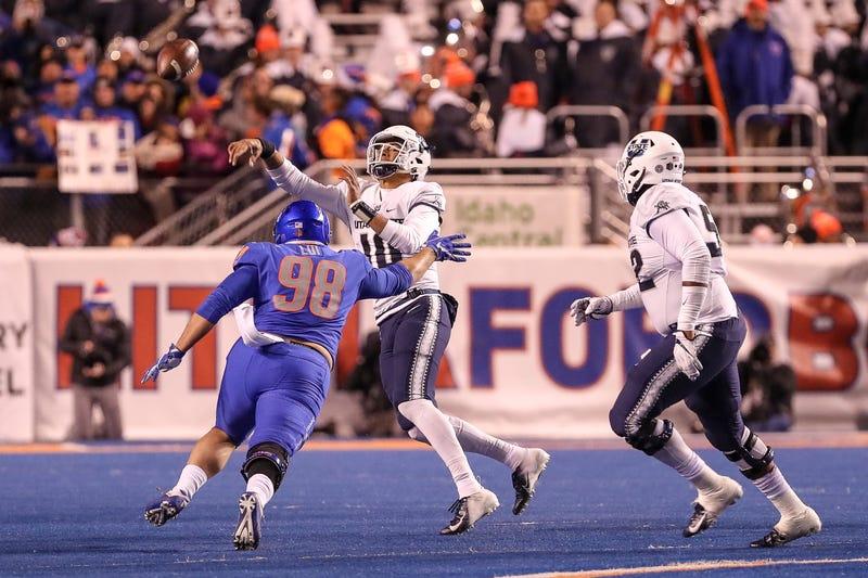 Utah State QB Jordan Love throwing under duress