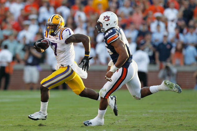 Patrick Peterson being chased by an Auburn defender