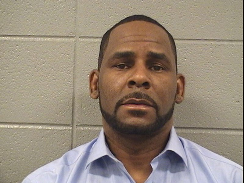 New allegations against R Kelly say his team bribed Cook County employees