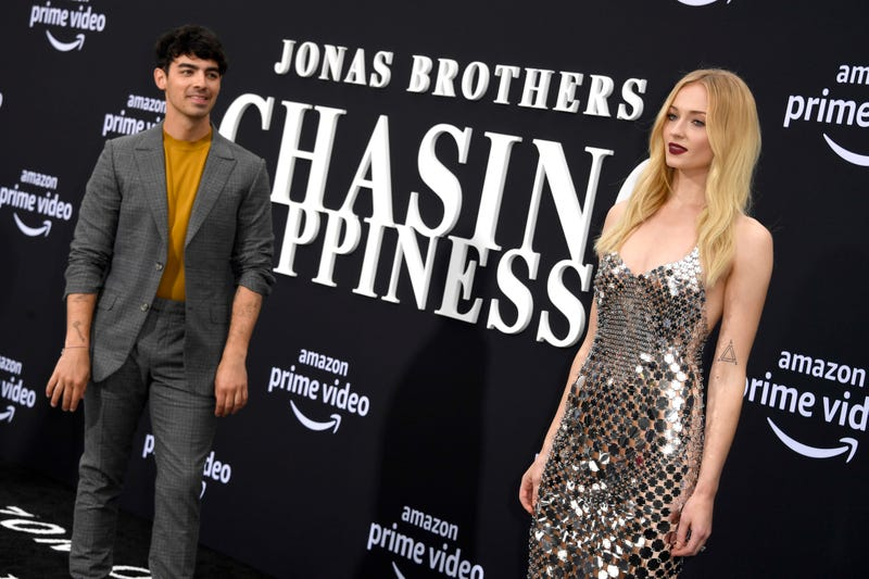 joe jonas sophie turner at jonas brothers chasing happiness premiere