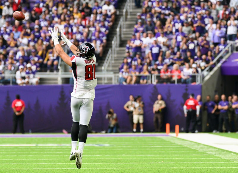 Tight end Austin Hooper skies for an impressive catch
