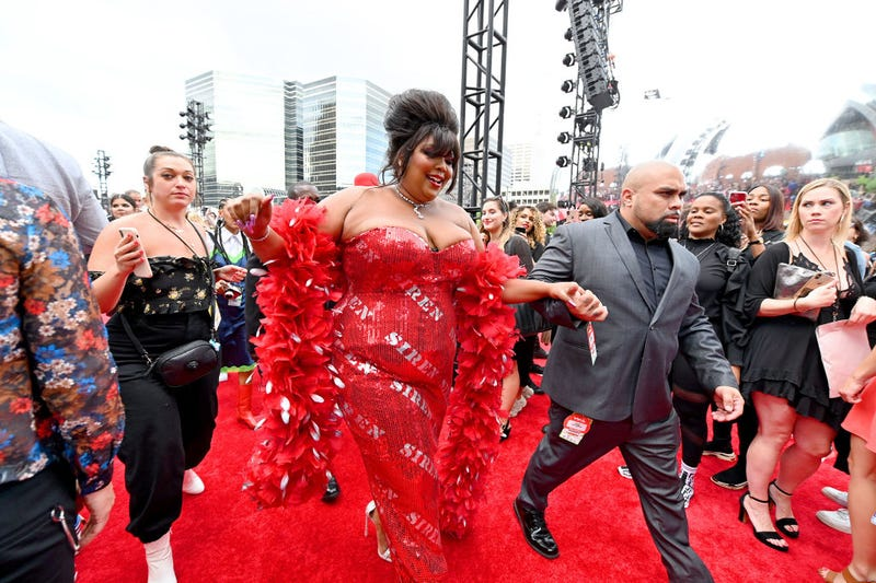 lizzo in red dress and boa at vmas
