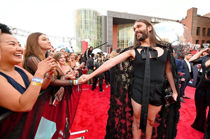jonathan van ness on red carpet at the 2019 vmas