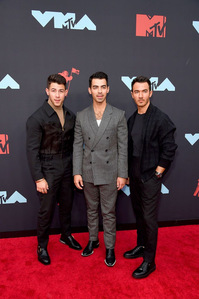 jonas brothers at the 2019 vmas red carpet
