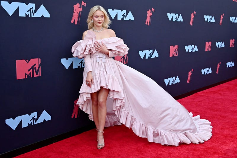 Zara Larsson at 2019 vmas red carpet