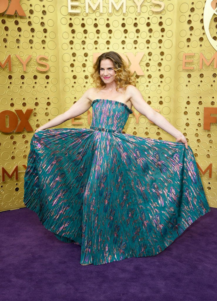 anna chlumsky shows off her unique dress at the 2019 emmys
