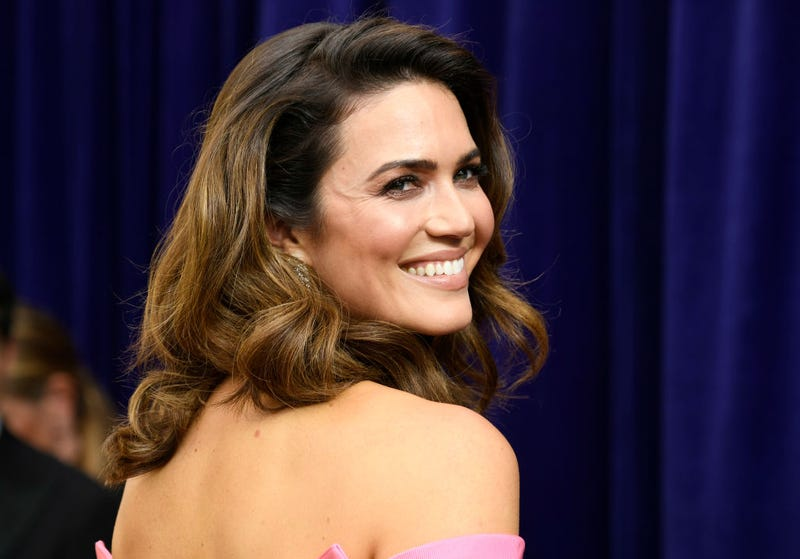 mandy moore of this is us smiles big at the 2019 emmy awards red carpet