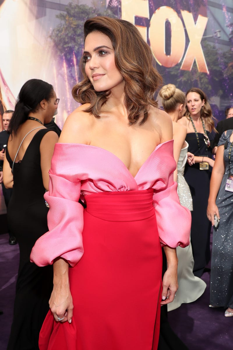 mandy moore at the 2019 emmys red carpet