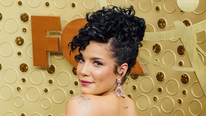 Halsey Hairstyles Her Most Head Turning Looks