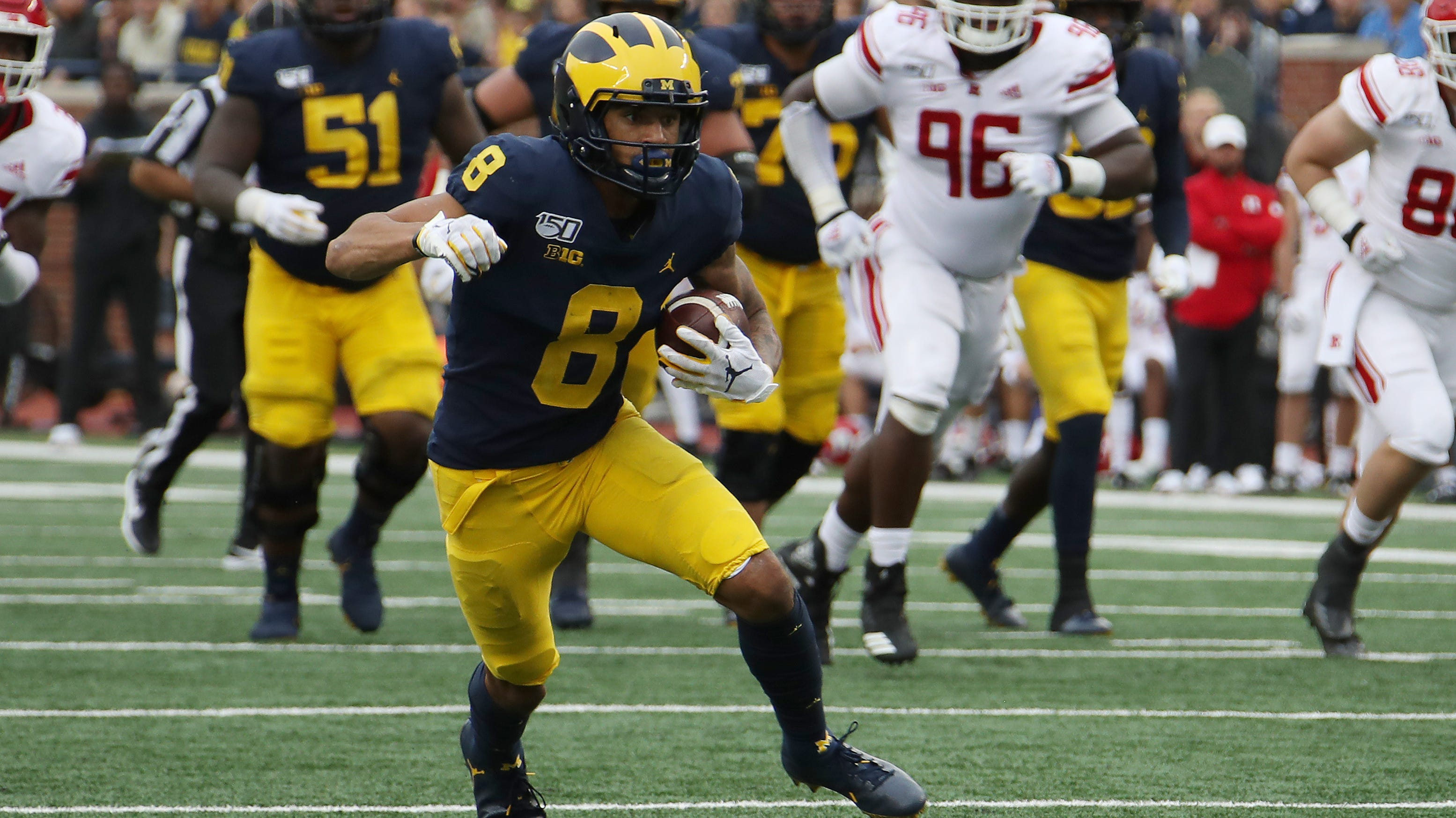 Michigan loses top offensive weapon Ronnie Bell to apparent knee injury