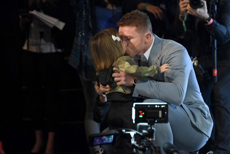 Boxer Canelo Alvarez kisses his daughter Maria Fernanda as he arrives at a news conference at the KA Theatre at MGM Grand Hotel & Casino on October 30, 2019 in Las Vegas, Nevada.